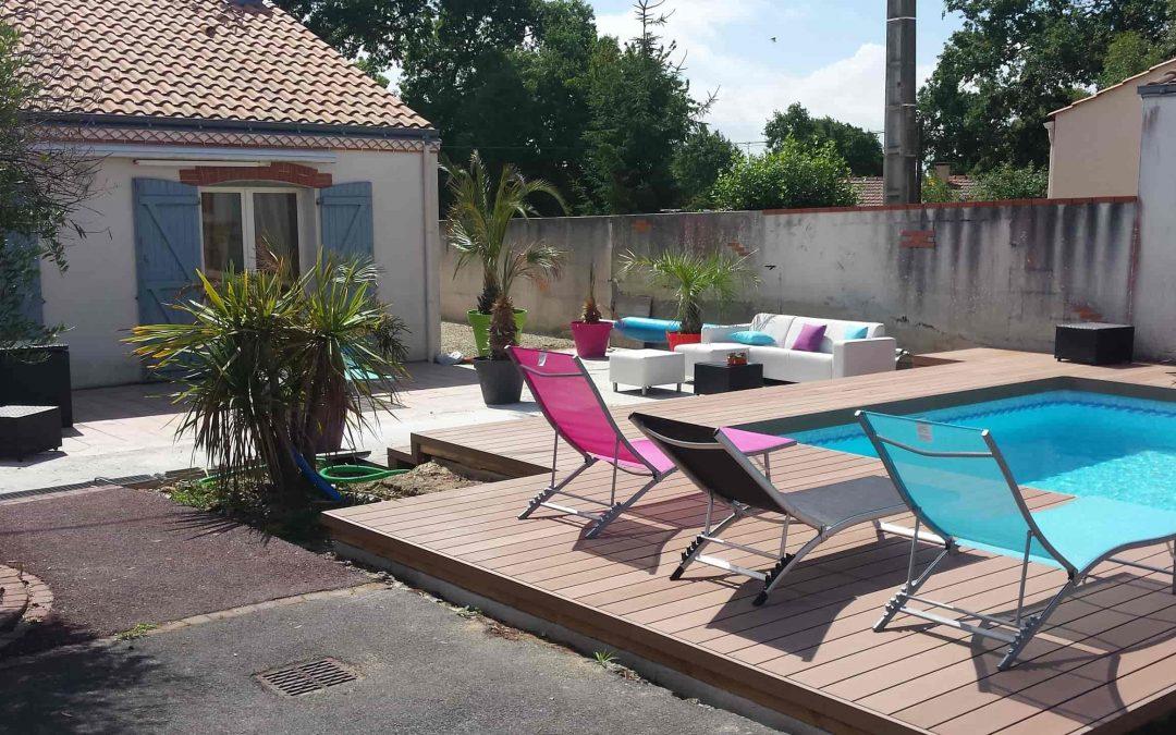 Autour de la piscine : votre plage en bois